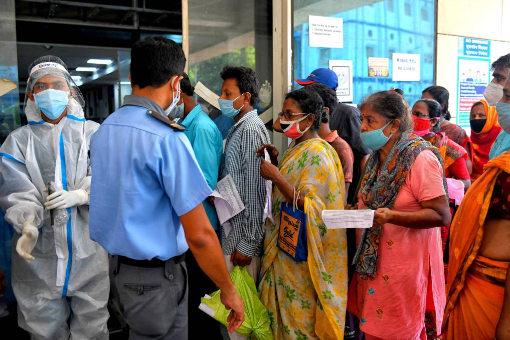 People with COVID-19 symptoms queue for an Antigen Test at a government hospital in Kolkata. Picture: Getty Images